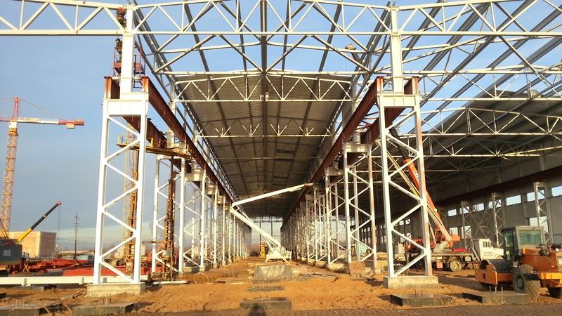 Сборка каркаса помещения из стальных конструкций